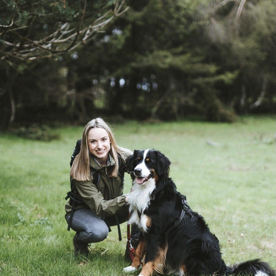 Mit Hund am Diemelsee